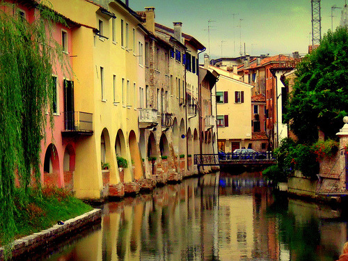 allthingseurope:  Canalle Buranelli- Treviso, Italy  (by s@brina)   If we go to Venice I will have to pit stop in Treviso.