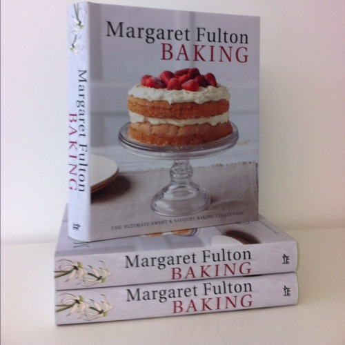 Margaret Fulton Baking by Margaret Fulton Published April 2012 in the UK