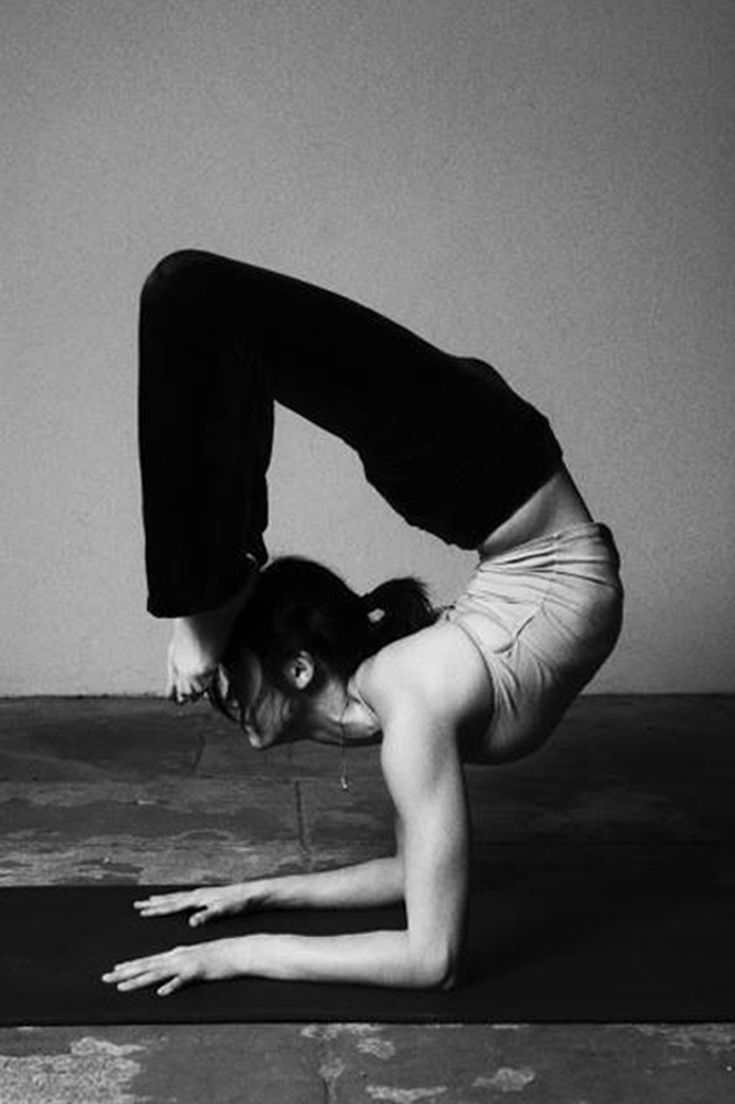 hihahealthy:  (via Women Doing Yoga)