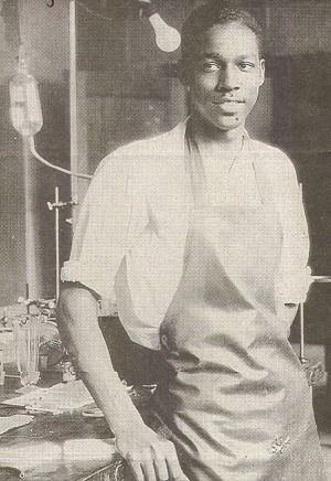 fuckyeahhistorycrushes:  Vivien Thomas- During the 1940's he rose above racism and poverty to become a pioneer in cardiac surgery.  OH MY.