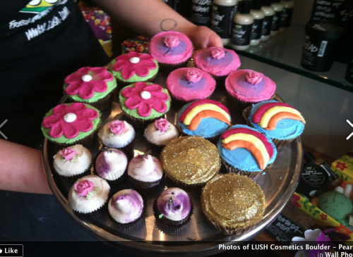 zoeisalush:  alushdiary:  diannaisbananas:  LUSH cupcakes!  AWH!  Oh God. I need them now.  Um okay really want. Or more want to find a way to make them! Haha.