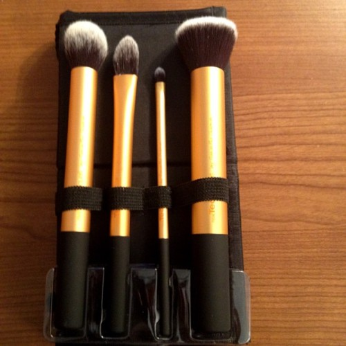 Im in ❤ with these brushes #makeup #beauty #blush #brushes #foundation #eyeshadow #concealer  (Taken with instagram)