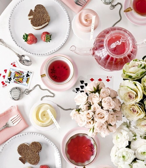 Happy Valentine's Day you! Click on the pic and come join our little tea party ♥ See you there :) Nikki