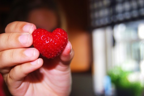 mrpeasant:  eating strawberries right now :)))