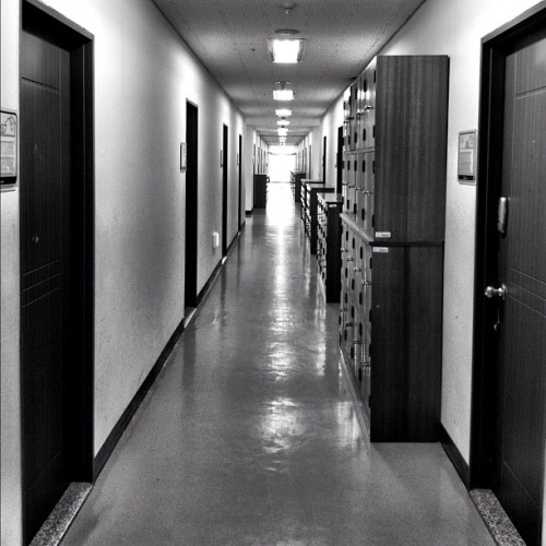 #hallway #blackandwhite  #iphone4 #ig #iphoneonly #iphoneography #iphonesia #photooftheday #iphone #jj #igers #love #Instagram #instagramhub #popular #instagood #instagramers #instadaily #picoftheday #pictureoftheday #igdaily #nofilter #photography #instamood #bestoftheday #art #gang_family #photo (Taken with instagram)