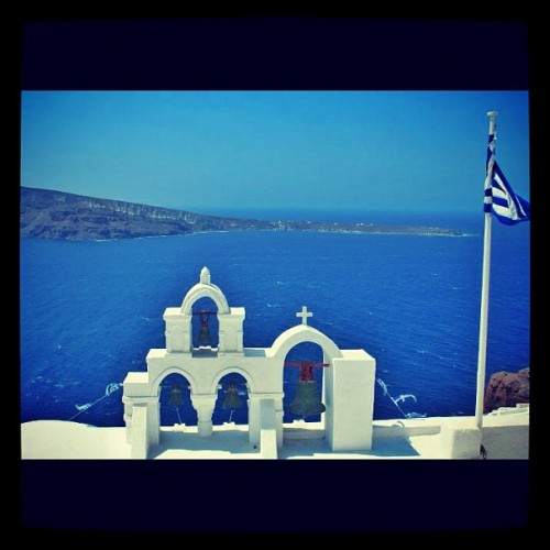 #rememberingsummer #sea #summer #santorini #blu #bell #blue #flag #greece #church #bells #igersvarese #instagramitalia #instamood #instagram #igersitalia #instagood #igdaily #ink361 #igers #ig #gmy  (Taken with instagram)