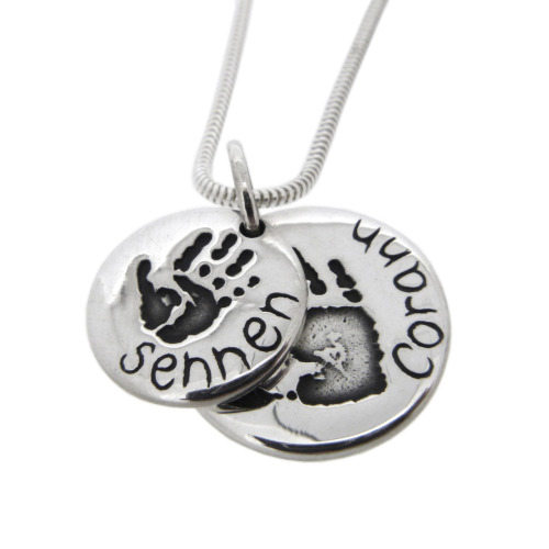 Happy Valentines Day! Awwww how romantic. This layered pendant is someones secret valentines day present - assuming the kids didn't spill the beans! Too cute. Its the first layered circle by silvertips, and i think i might have to have one for the shop - its pretty awesome. Now to think of some names, maybe i'll start making themed samples … Harry and Hermione for this one perhaps?