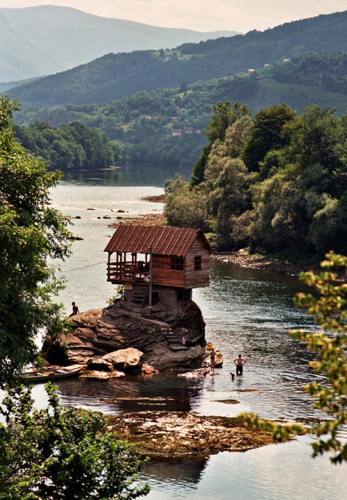 nothings-trivial:  Ideal Vacation House, Serbia
