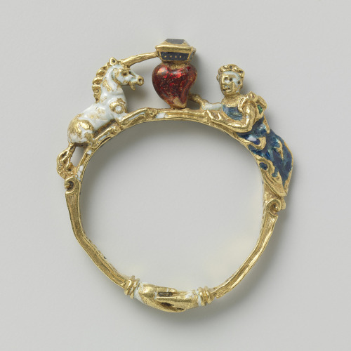 Ring with unicorn, heart, and lady, made in Germany or Italy, c.1550-1600 (source).