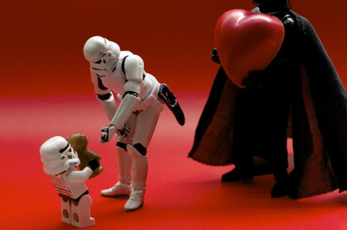 Is Darth looking for his Valentine? by Kalexanderson on Flickr.sevgililer gününüz kutlu olsun :)))