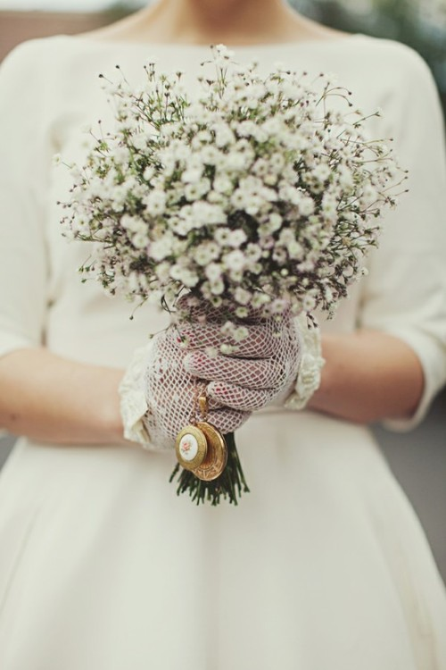 foxontherunbride:  (via An Old Hollywood Wedding / Pretty, simple bouquet.)