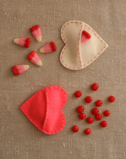 kraftykristin:  So cute! (via Molly's Sketchbook: Felt Candy Hearts - Knitting Crochet Sewing Crafts Patterns and Ideas! - the purl bee)