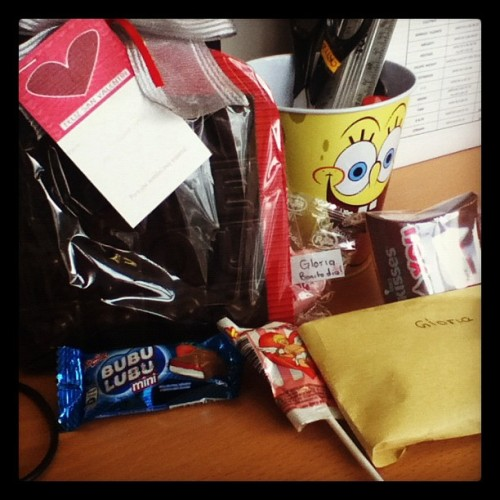 Regalitos de #SanValentin para mi en la oficina 😍 (Taken with instagram)