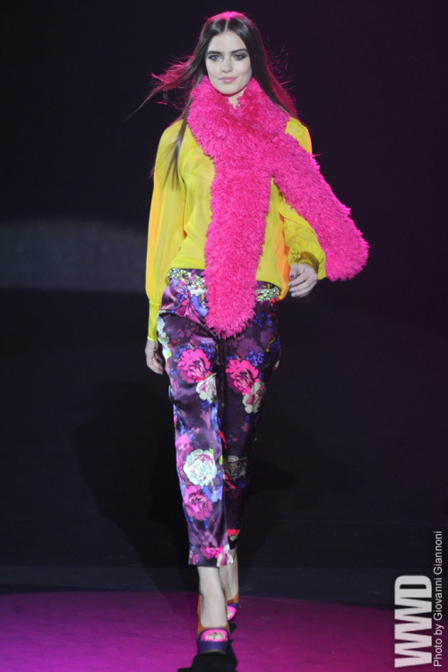 womensweardaily:  Betsey Johnson RTW Fall 2012 Forget Beatlemania, it was pure Betsey-mania as the cartwheel-loving  designer traveled back in time to London and the Swinging Sixties'  rebellious Mod scene.