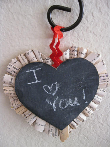 Happy Valentines Day! I saw this craft and absolutely adored it.  Too Cute!  Click on the picture for the tutorial on how to make them.