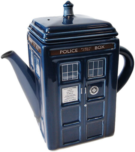 tildedrinkstea:  Tardis Tea Pot. HNNNGGHHH, my heart!  I can think of no need more immediate than this.