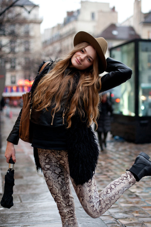 peaceoout-girlscouts:  bohemian-children:  I have those jeans haha :)  love this!