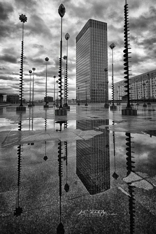 "(via 500px / Photo ""La defense, Paris"" by Bastien HAJDUK)"
