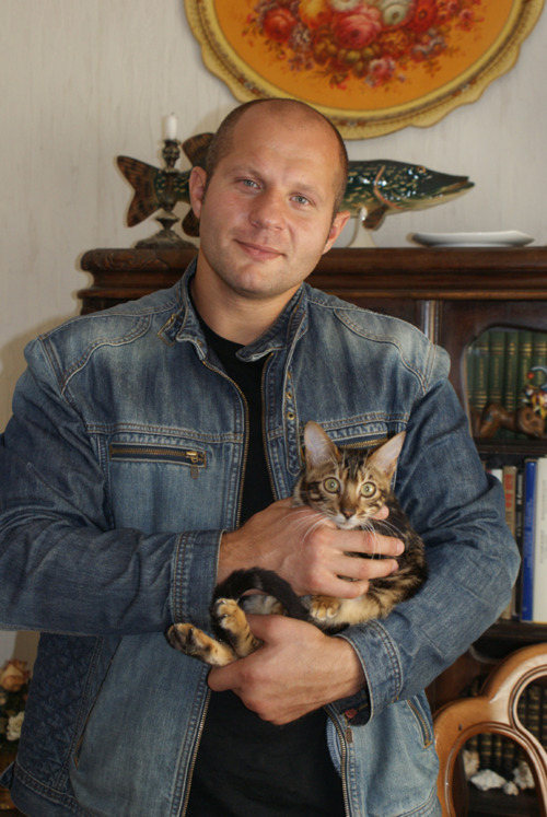 lorcanmak:  Fedor Emelianenko with his Bengal kitty, Marble