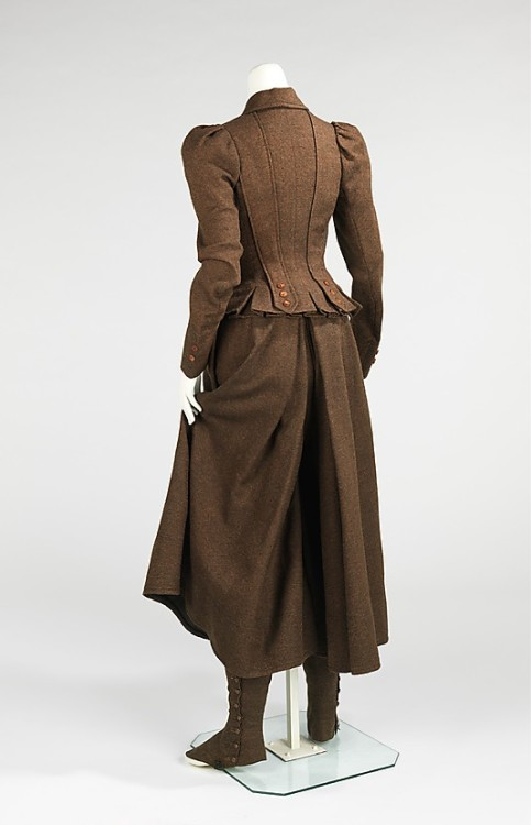 Cycling suit Back view 1896-98 Met