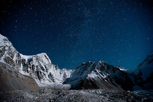 imaginatifs:  The Khumbu glacier under a sky full of stars (by Alex Treadway)