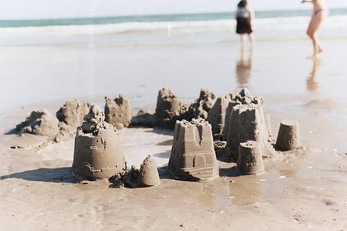 emmafatty:  Beach (by Angie Yan)