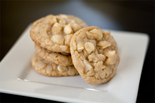 skinnyfoodielife:  White chocolate macadamia nut cookies