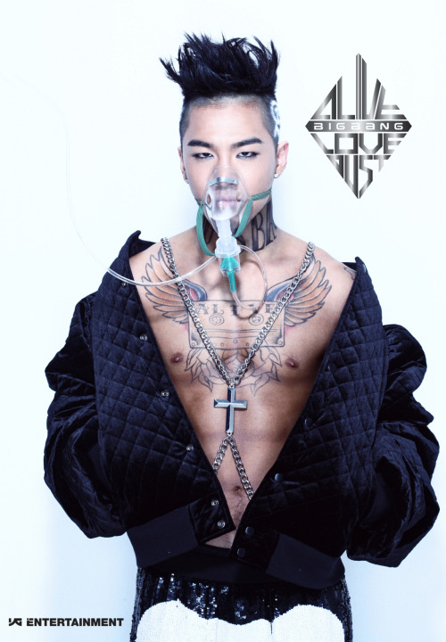I'll be completely honest - Taeyang is my least favourite member of Big Bang. So this photo is doing nothing for me.