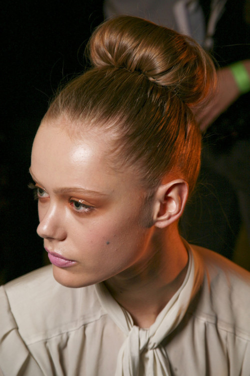 catwalkqueens:  Frida Gustavsson backstage at Donna Karan Fall 2011