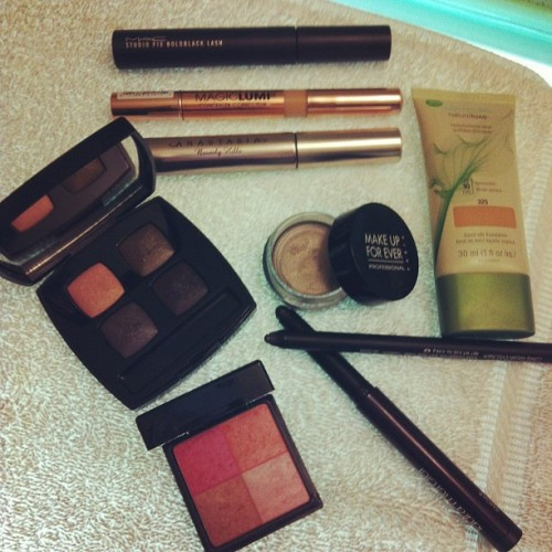 #nyfwmuc @COVERGIRL Natureluxe Fndtn, @LOrealparisUSA Magic Lumi Concealer, @MACcosmetics Studiofix Boldblack Lash Mascara, @MAKEUPFOREVERUS Aqua Cream 02, @LauraMercier CaviarStick Eye Colour - Smoke, @NARSisst Larger Than Life eyeliner in Bourbon St., CHANELEnigma eyeshadow quad, Givenchy Les Prisme blush in Glowing Rose, @AnastasiaSoare clear brow gel (Taken with instagram)