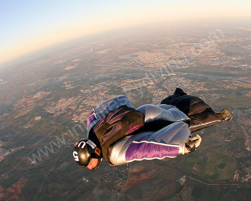 flyingsoloflyingfree:  #what if I took my date skydiving This looks kinda terrifying. O.O  there would probably be cantaloupe flavored snacks on the ground?