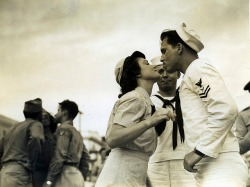 Pucker up in Panama City, 1940's.