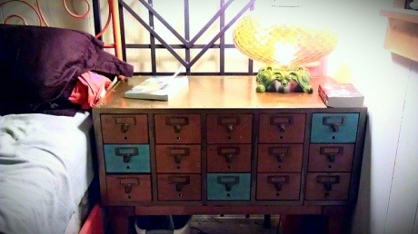 xojanedotcom:  How to make this amazing Card Catalogue Makeup Table »  If I ever find a card catalogue furniture thing, that thing is mine. MINE!