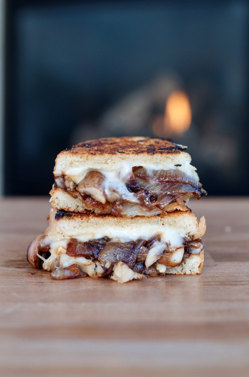foodfuckery:  Caramelized Onion & Mushroom Brie Grilled Cheese Recipe