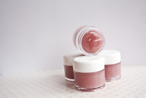 craftjunkie:  Kool-Aid Lip Balm {How to} Found at: justlove
