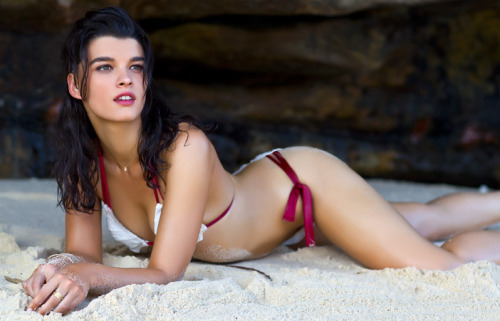 "Crystal Renn in SI's Swimsuit Issue ""I have been a double-zero to a 16 even,  for a bit,"" she tells PEOPLE.  Now to settle at a [size] six or an  eight, it's a really interesting place to be, because there are very  fews sixes or eights."" ""There's a woman at SI who's made it a point to make  sure that the models are healthy. They're not interested in who's the  thinnest model of them all, they're about the girl. We all have  different bodies. There's not one type that's idealized."" ""I felt comfortable with my body. I've been doing yoga for a  while now,"" Renn says. ""That makes you aware of how your body moves."" Says Renn: ""I have found a place of stability when it comes to how to view my figure."""