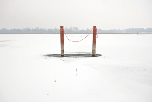 ice on the lake by D@ri@ on Flickr.Mantova is fargoesque