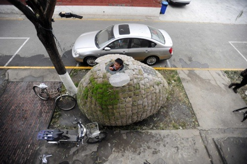 mothernaturenetwork:  Beijing's incredible, inedible egg houseWhat's an architect to do when he can't afford to pay rent in one of the most expensive cities in the world? Erect a solar-powered, grass-clad, egg-shaped hut on the streets of Beijing, of course.