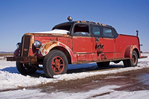 pappito:  grofjardanhazy:  steampunkvehicles:  Looks like an ole pumper. While GM retires heavy truck components after 10 years, Mack continues to stock all of the parts it ever made.  If you bought this thing, you could march down to a truck parts store and pick up parts for it. undergroundvelo:  Mack Fire Truck by William 74 on Flickr. This is cool as hell.   érdekes rész kiemelve MICSODAAAA  hát legalább egy másik márkát tudok mondani amihez minden alkatrész elérhető az elmúlt 100 év összes modelljéhez.  … és nemcsak a szárazföldi mötyőkhöz.
