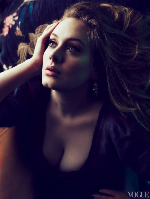 I Don't know what happens to me with Adele, I'm so obsessed with her, I'm completely in love with her music, her voice, her body, her face, her sense of humor, that british accent, She's so beautiful and perfect… I hope to have the opportunity to see her in concert someday… 