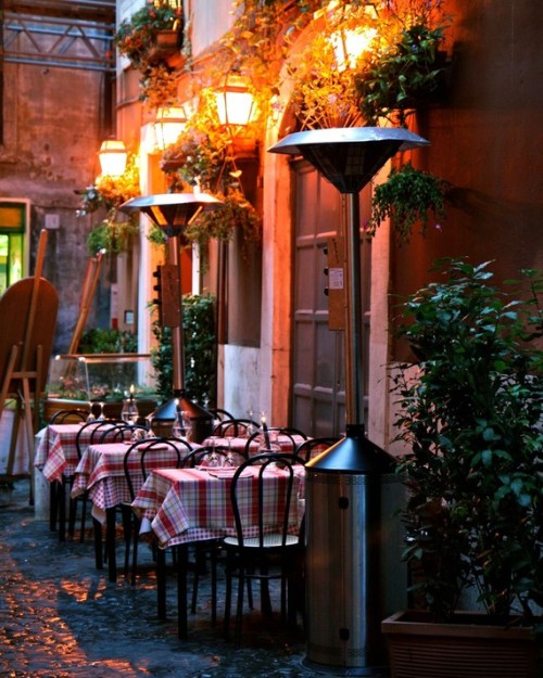 Italian restaurant for a romantic candlelight dinner or a sidewalk dining in Rome