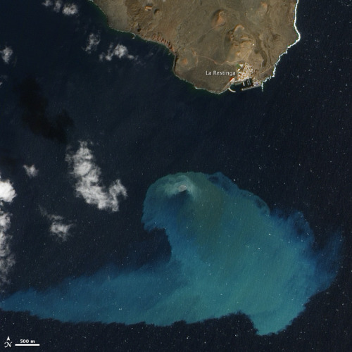 poptech:  askjerves:  El Hierro Submarine Volcano Eruption  Four months in, the underwater eruption of the northwest coast of Africa will pretty soon become a new Canary Island.   Wild.   Reminds me of the film journey 2 the mysterious island!!!