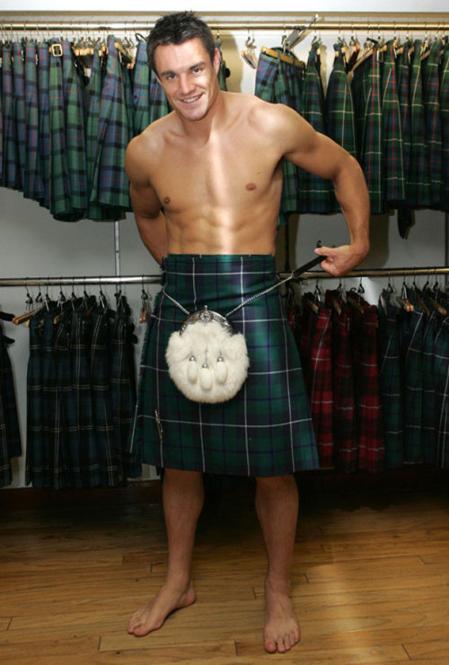 WHY are men in kilts so fucking sexy?!?!