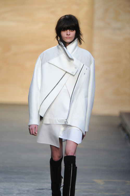 Proenza Schouler's opening look had us on the edge of our seats last night… Radically different to the East meet West infusion that followed (as we posted here), it was an all-white, reworked boxy biker jacket.