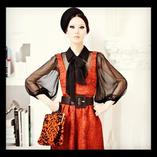 aliceandolivia:  Now this is a full look!  (Taken with instagram)
