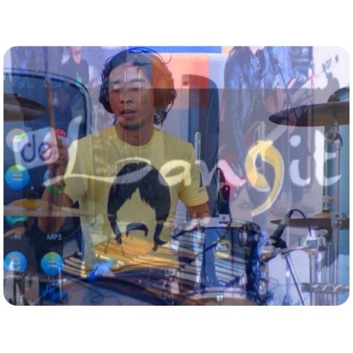 #me #drummer #musician #musicians #boy #man #men #male #human #people #drums #delangit #macbeth @macbethfootwear #macbethfootwear #tees #tshirt #onstage #perform (Taken with instagram)