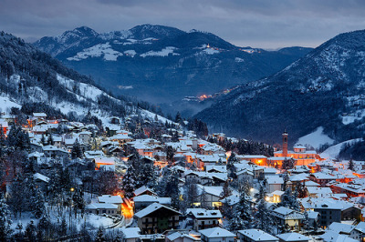 allthingseurope:  Winter evening in Serina, Italy (by Pierpaolo.)  Beautiful!