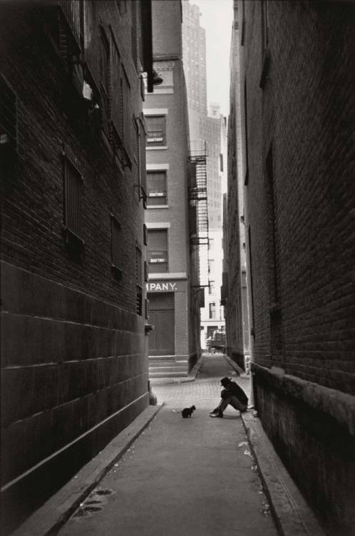 © Henri Cartier-Bresson - New York 1947My favourite photo.