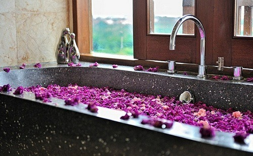 This is so romantic. I want a bath now. I haven't had a bath in a year, somehow having a bath alone isn't fun after you've had one with someone. Maybe I'll break my streak and try one tonight once my little man is in bed.