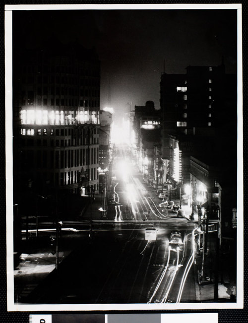 memoriastoica:  Los Angeles blacked out in raid alarm. Circa 1941.  Nice job following the black-out, assholes.